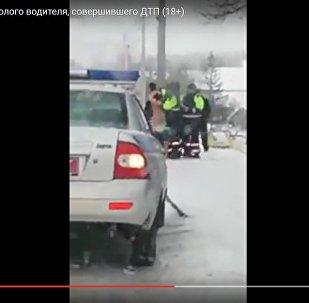 Видео задержания обнаженного водителя в Витебске появилось в интернете