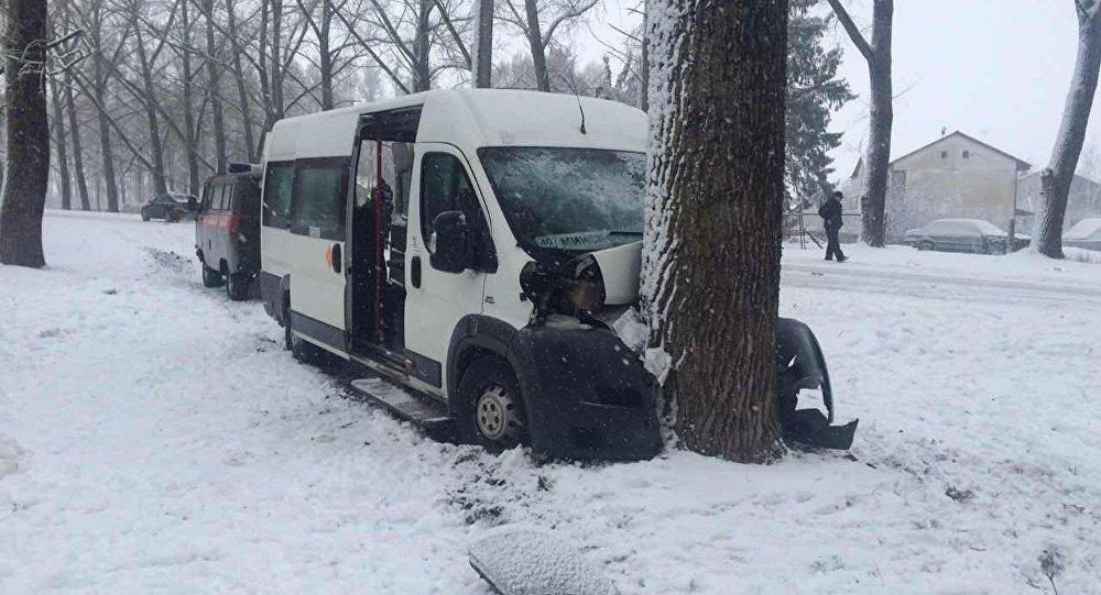 Маршрутка съехала вкювет около Самохваловичей, 4 пассажира получили травмы