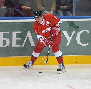 Президент Беларуси Александр Лукашенко в матче против команда ОАЭ