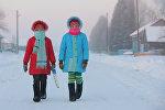 Девочки на улице во время мороза