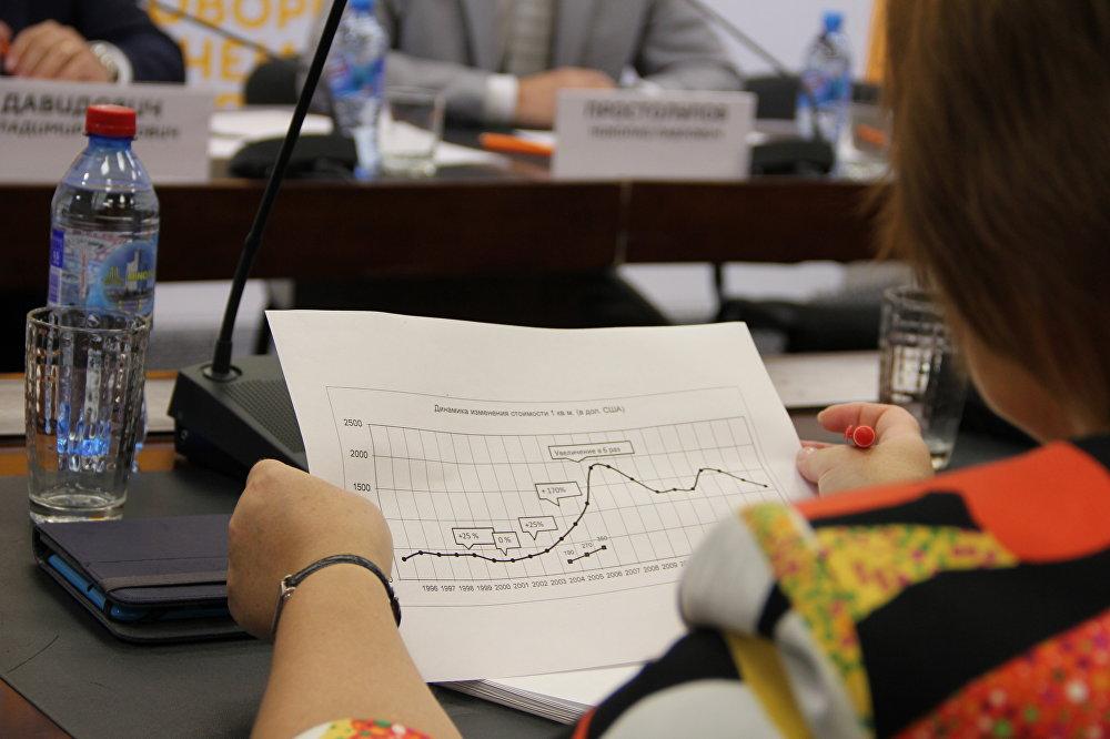 Журналисты во время круглого стола в пресс-центре Sputnik