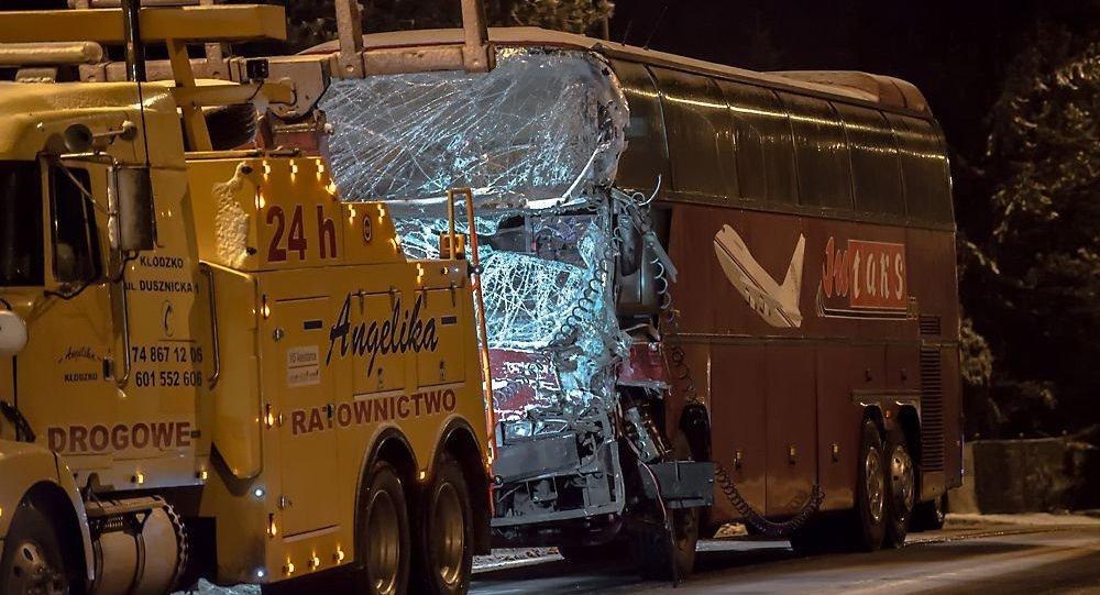 Белорусский пассажирский автобус столкнулся сфурой вПольше
