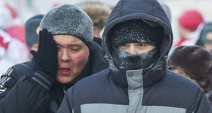 Впоселке Правдинский прорвало трубопровод: без тепла остались тысячи людей