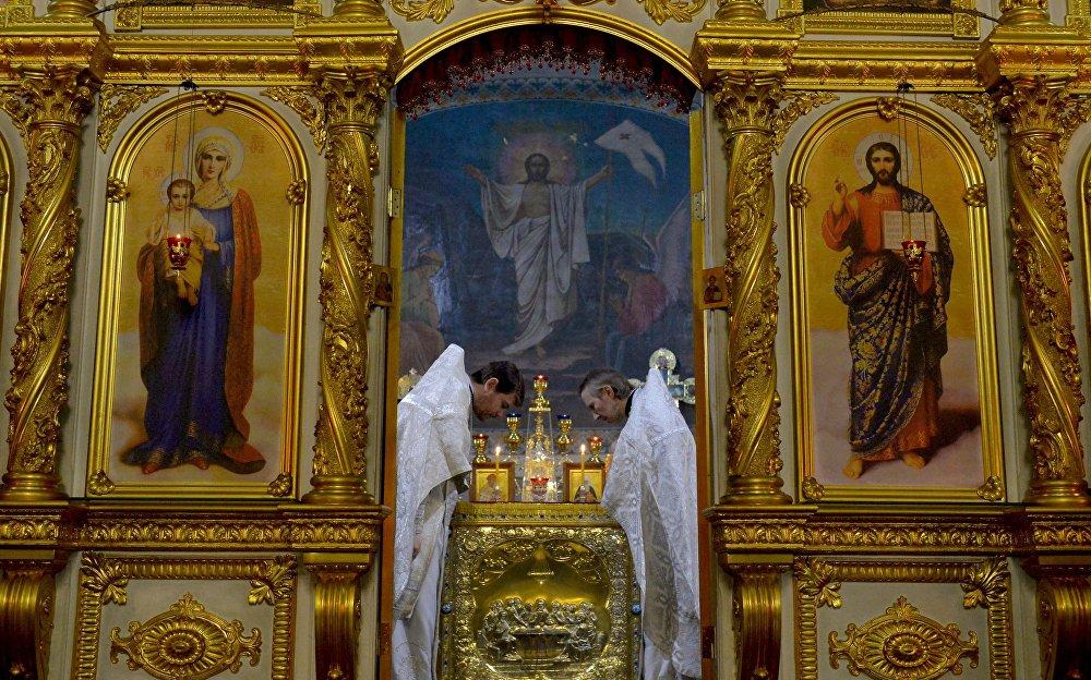 Во время праздничного богослужения в Рождественскую ночь в Свято-Варваринском кафедральном соборе в Пинске (Брестская область)