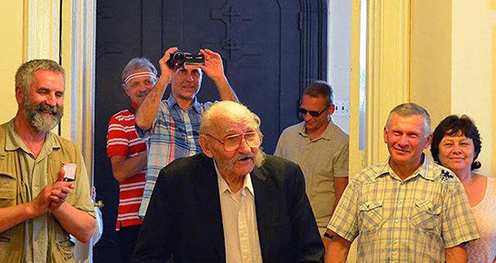 Антон Шукелойть (в центре) в Нью-Йорке во время празднования его 100-летнего юбилея