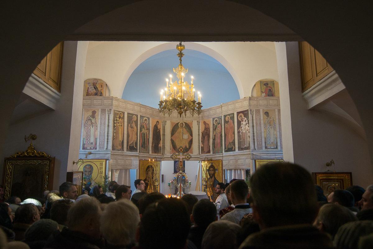 В храме Cвято-Ксениевского монастыря