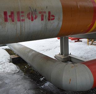Трубопровод подачи нефти на НПЗ
