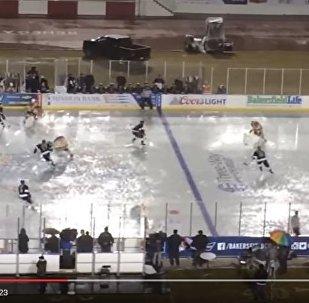 Хоккейный матч под проливным дождем