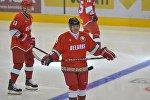 Президент Беларуси Александр Лукашенко играет в хоккей