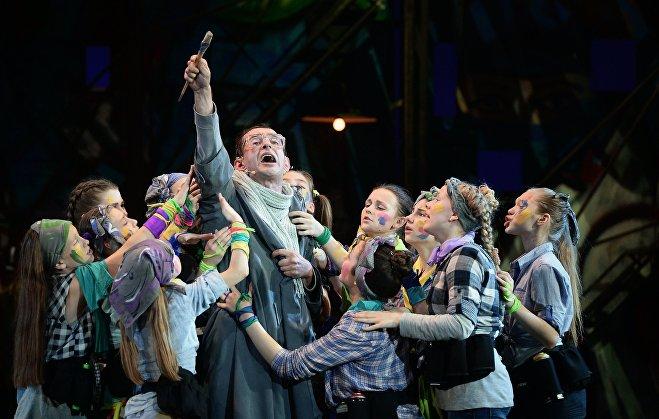 Актер Константин Хабенский в сцене из благотворительного детского мюзикла Поколение Маугли