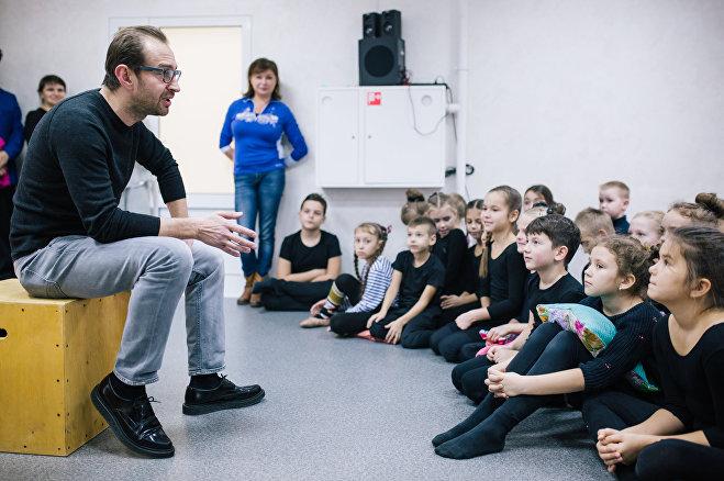 Актер Константин Хабенский (слева) на открытии студии творческого развития CLEVER в Иванове