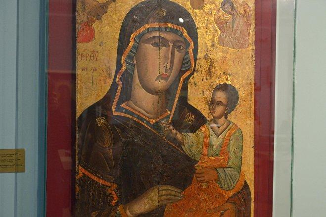 Икона Богоматери Одигитрии ХVI века; дерево, темпера
