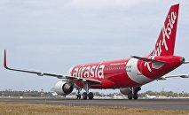 Самолет авиакомпании AirAsia, архивное фото