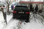 BMW врезался в торговый павильон в Бресте