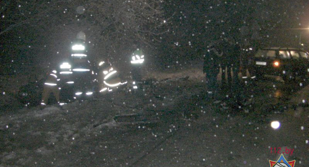 Пострадавшим вДТП натрассе М1 мужчине иребенку понадобилась помощь спасателей