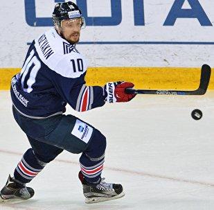 Игрок Металлурга Сергей Мозякин