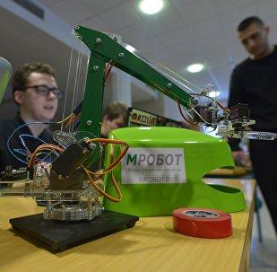 Первый фестиваль вузовской науки длился почти год, основой его задачей было показать, что в науке может быть интересно