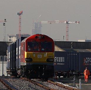 Поезд из Китая прибыл на терминал недалеко от Лондона