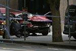 Неизвестный на автомобиле наехал на толпу в Мельбурне и открыл стрельбу, погибли трое