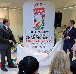 Мэр Минска Андрей Шорец и мэр Риги Нил Ушаков презентуют логотип ЧМ-2021 по хоккею