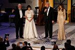 Трамп вместе с будущим вице-президентом Майком Пенсом и супругами