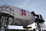 Вывоз ракеты с кластером космических аппаратов, среди которых и белорусский спутник БКА на стартовый комплекс космодрома Байконур