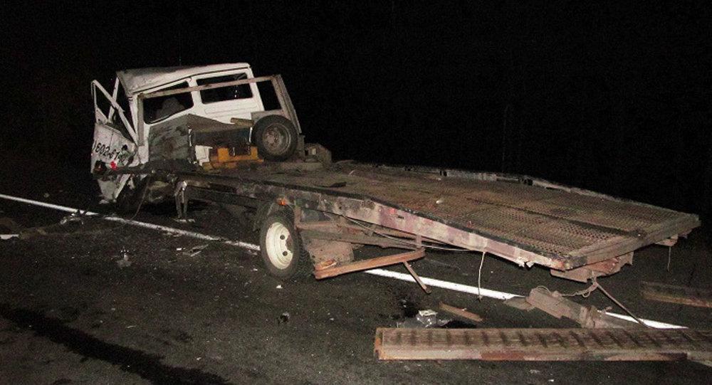 СК: шофёр фуры, насмерть сбивший натрассе М1 эвакуаторщика, говорил потелефону