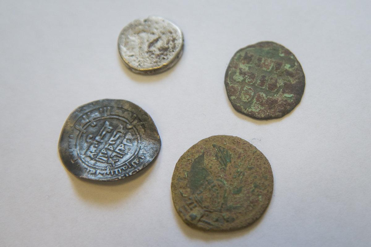 Манеты 9–10 ст. (арабскія і візантыйскія)