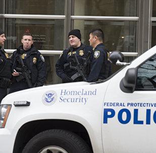 Охрана возле суда в Бруклине, где судили Коротышку