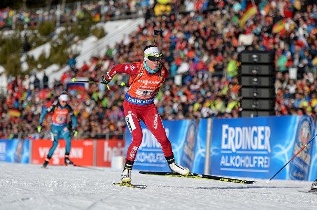 Белорусская биатлонистка Надежда Скардино на финише в эстафетной гонке в итальянском Антхольце