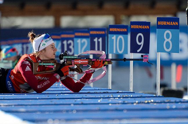 Белорусская биатлонистка Иринка Кривко на лежке в эстафетной гонке в итальянском Антхольце