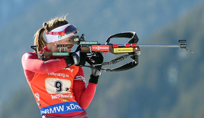 Белорусская биатлонистка Надежда Писарева на стойке в эстафетной гонке в итальянском Антхольце