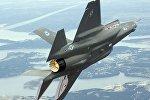 Истребитель F-35 в небе