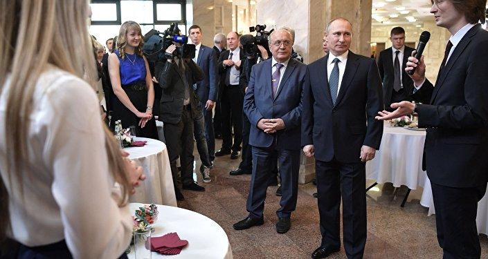 Президент РФ В. Путин провел заседание попечительского совета МГУ