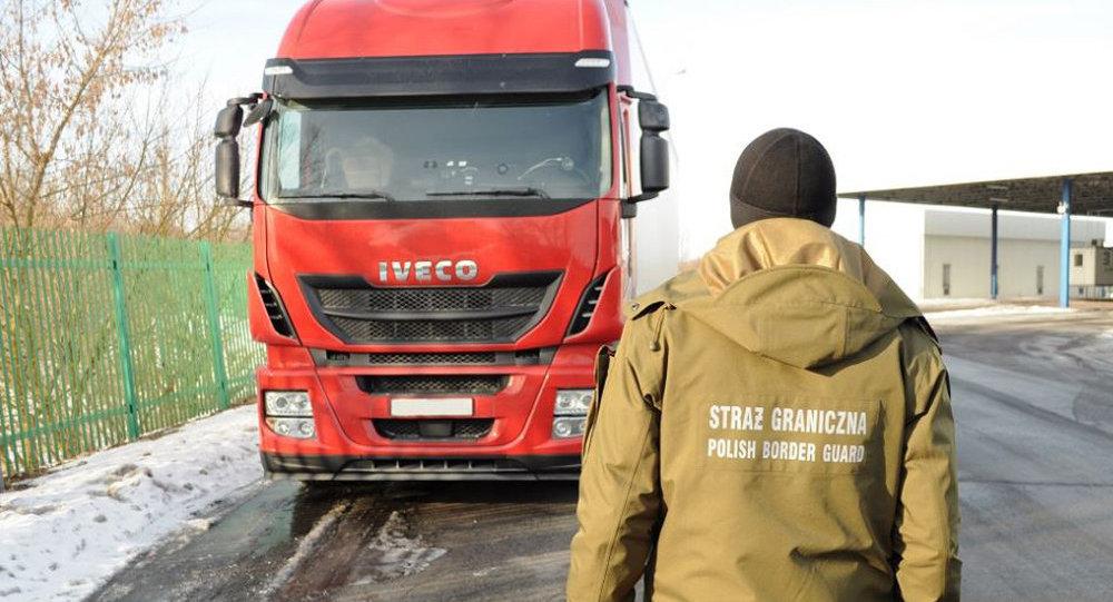ВПольше задержали белоруса, ехавшего наугнанном вИспании грузовике