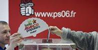 Более полумиллиона человек к полудню проголосовали во втором туре праймериз правящей Социалистической партии во Франции