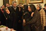 Олег Молчан и Ирина Видова в храме Александра Невского после отпевания усопшего