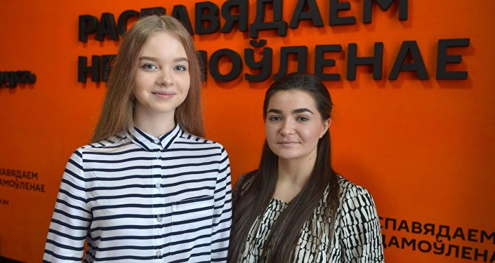 Удзельніцы музычнага конкурсу Ты супер! Дар'я Чарнова і Наста Краўчэня