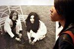 На выставке фото Йоко Оно и Джона Леннона