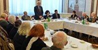 Защитники и жители блокадного Ленинграда на приеме в российском посольстве по случаю 73-й годовщины прорыва блокады