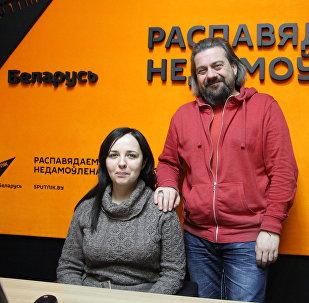 Юлія Хвошч і Аляксандр Крывашэеў у студыі радыё Sputnik Беларусь