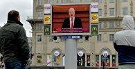 Трансляція паслання на Кастрычніцкай плошчы, архіўнае фота