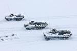 Военнослужащие 11‑й отдельной гвардейской механизированной бригады ВС Беларуси обклеили БМП-2 газетами