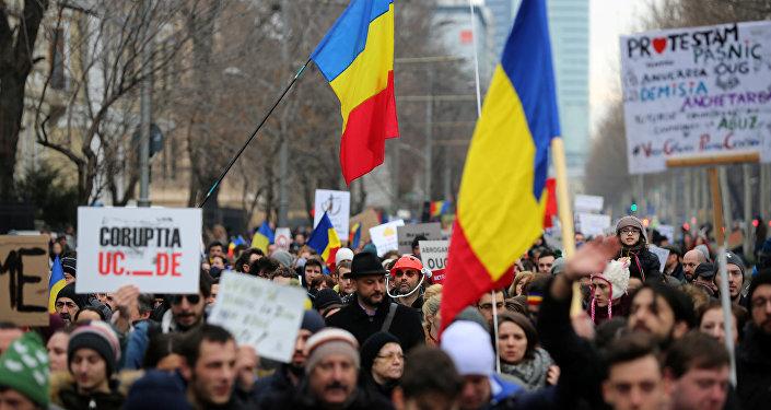 На дорогах Бухареста неменее 25 тыс. человек требуют отставки руководства