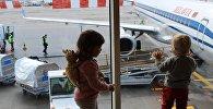 Погрузка багажа в самолет Белавиа