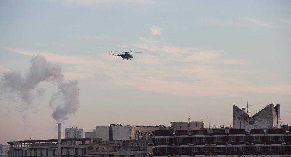 Зачем напроспект Победителей сел военный вертолет Ми-8?