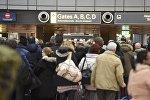Пассажиры в аэропорту Гамбурга