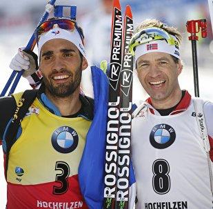Французский биатлонист Мартен Фуркад (слева) и норвежец Улу Эйнар Бьорндален