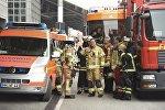 Пожарные-спасатели на месте происшествия в аэропорту Гамбурга