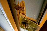 Взломанная дверь, архивное фото